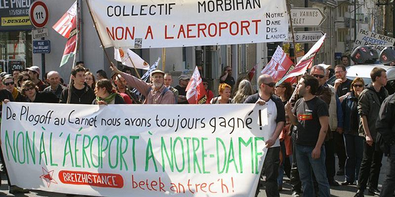 Manifestion contre le projet d'aéroport