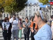 Près de 150 personnes ont répondu samedi midi à l'appel du collectif citoyen sur l'esplanade du port à Vannes. Plusieurs associations, élus et sympathisants ont pris la parole pour dire leur solidarité avec les réfugiés.  © Bertrand Le Bagousse - Le Télégramme