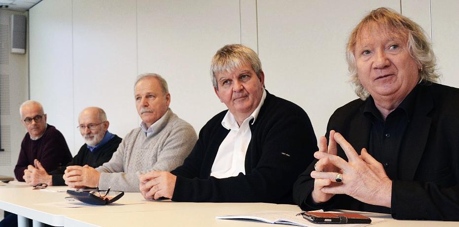 De gauche à droite : Patrice Emeraud (technicien à la FDGDON), Michel Colleu (président FDGDON), Pierre Le Fur (référent AMPM), Yves Bleunven (président AMPM) et le sénateur Joël Labbé, réunis vendredi à Vannes.